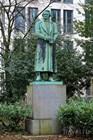 Памятник драматургу Карлу Лебрехту Иммерманну, основателю Дюссельдорфской сцены