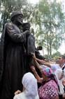 Памятник Петру и Февронии Муромским