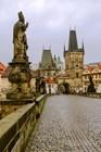 Статуя и башни