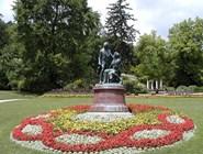 Памятник Ланнеру и Штраусу в парке