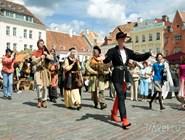 Средневековое шествие на Ратушной площади