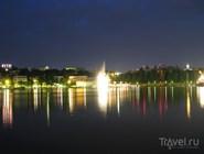 Портовая часть города ночью
