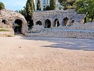 Руины амфитеатра на холме Симиез