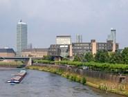 Набережная Рейна в современной части города