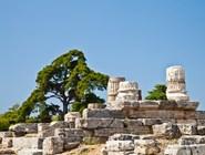 Руины дорических колонн