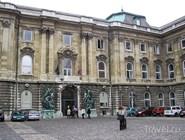 Фасад Музея истории Будапешта