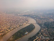 Будапешт с высоты птичьего полета: слева - Пешт, справа  - Буда, в центре остров Маргит