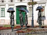 """Скульптура """"Женщины под дождём"""""""