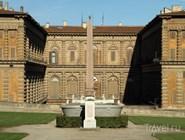 Дворец Питти и Египетский обелиск в Садах Боболи