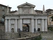 На городских воротах красуется лев Сан-Марко