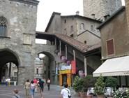 Крытая лестница в историческом центре города
