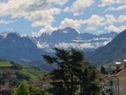 Вид на окружающие горы
