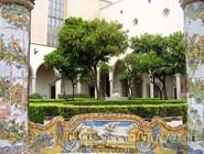 Внутренний дворик монастыря Санта-Кьяра