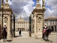 Перед королевским дворцом в Мадриде