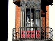 Памятник на фасаде Академии Художеств, Мадрид