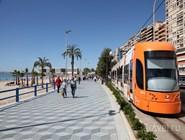 Трамвай на современной набережной Аликанте