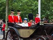 Королева Елизавета II на параде 14 июня 2014