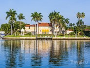 Особняки на канале в Майами-Бич