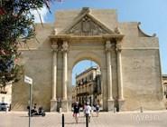 """Триумфальная арка """"Ворота Неаполя"""""""