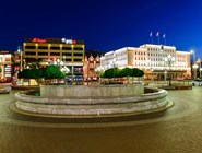 Площадь Победы ночью