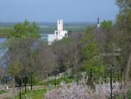 Вид на Амур и монумент Муравьеву-Амурскому