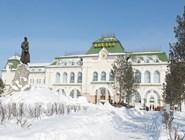 Привокзальная площадь и памятник Хабарову