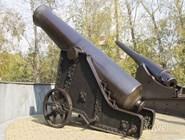 Пушки рядом с краеведческим музеем