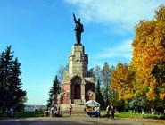 Памятник Ленину в Центральном парке Костромы