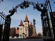 Консерватория и памятник Чернышевскому