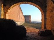 Смоленская крепостная стена, вид на башню Орел