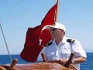 Капитан за штурвалом