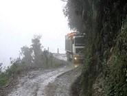 Непогода — ещё одна смертельная опасность 'дороги смерти'.