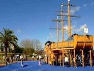 Детская площадка в парке Parque de Poniente