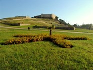Вид на замок Castillo Sohail в Фуэнхироле