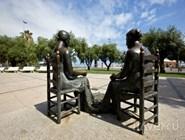 Памятник женам рыбаков в Камбрильсе