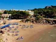 Небольшой пляж Cala Font в Салоу