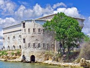 Старинная крепость
