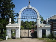 "Старые ворота на въезде на курорт ""Горячинск"""