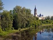 Воскресенский собор и река Кашинка в городе Кашин