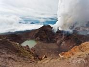 Вулканическое озеро на Камчатке