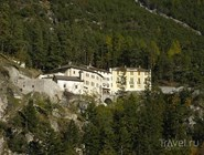 Вид на постройки на горе