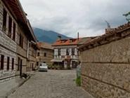 Узкие мощеные улочки в Банско