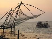 Огромные китайские рыболовные сети, протянувшиеся вдоль северного берега форта Кочин, являются визитной карточкой этого места