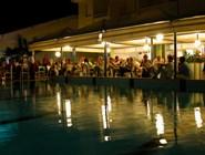 Ночной ресторан на пляже в Линьяно