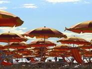 Пляжные зонтики в Линьяно