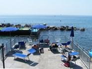 Солнечные ванны на пляже в Триесте