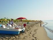Зонтики от солнца  на пляже Metaponto