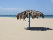 Адриатическое побережье Абруцци: зонтик на пляже
