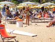 Пескара: городской пляж в разгар сезона