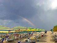 Радуга над пляжем Pineto